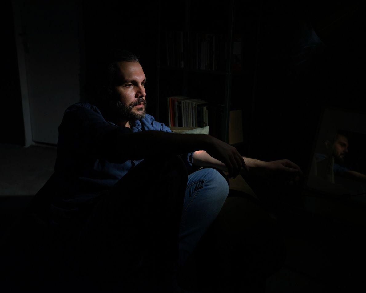 Kamran Arashnia, músico de 34 anos, está em quarentena há mais de um mês. Quando os ...