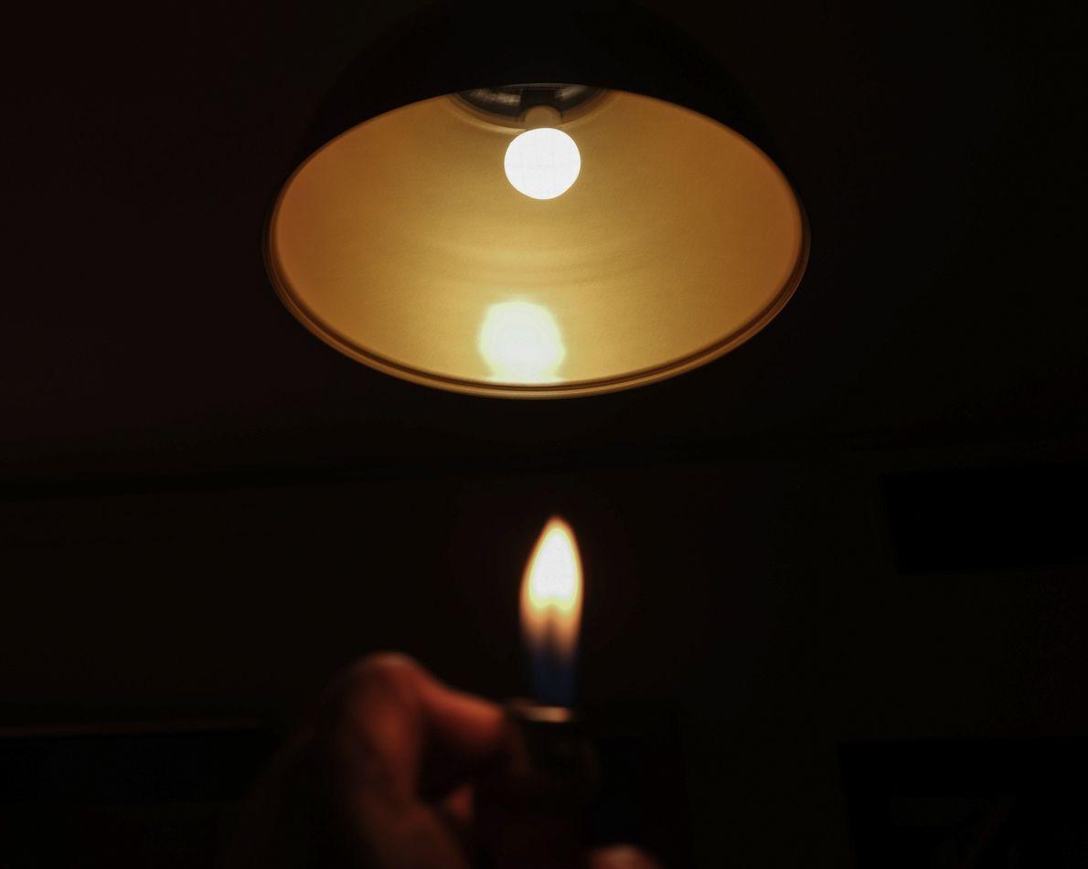 As horas em que ficou presa em seu apartamento inspiram a autora a brincar com luz ...