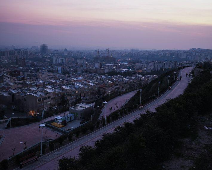 Milhões de habitantes de Teerã estão presos no interior de suas casas durante a pandemia de ...