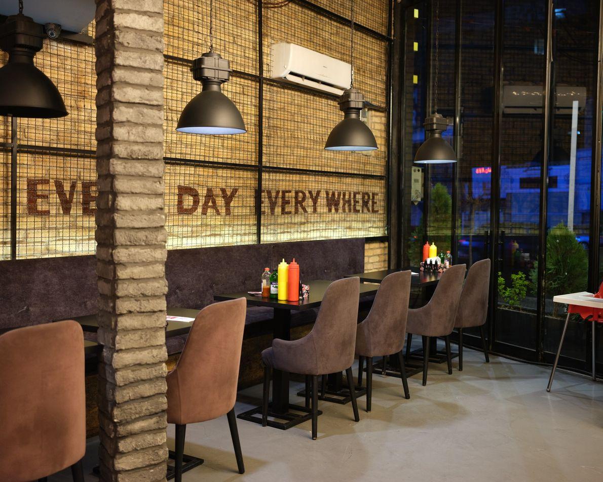 Antes do coronavírus, este famoso restaurante estava sempre movimentado e nunca havia um lugar disponível. Agora ...
