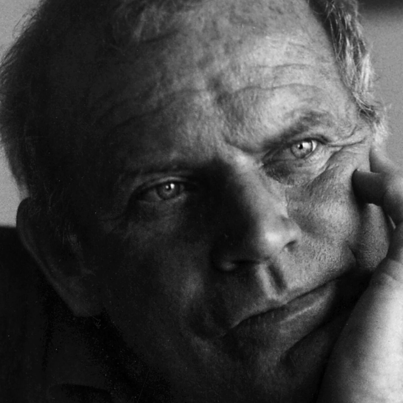 Kary Mullis em seu apartamento em La Jolla, Califórnia, em 10 de março de 1995. Ele ...