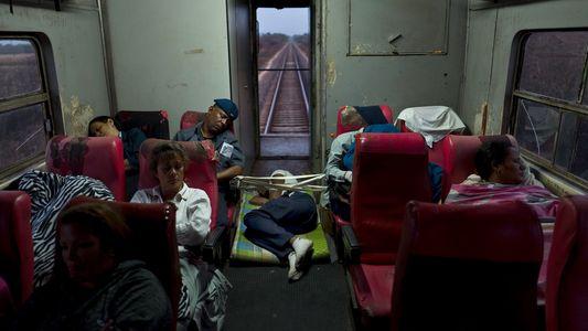 Veja a vida a bordo dos velhos trens de Cuba