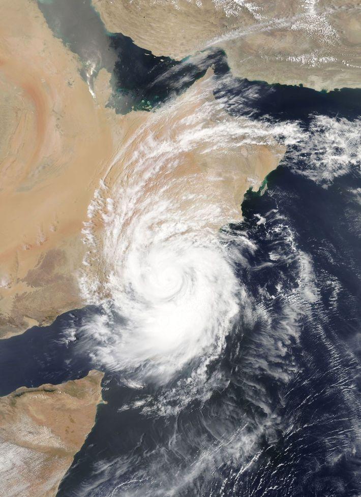 O ciclone Mekunu atingiu a costa leste da África em 25 de maio de 2018. Ele ...