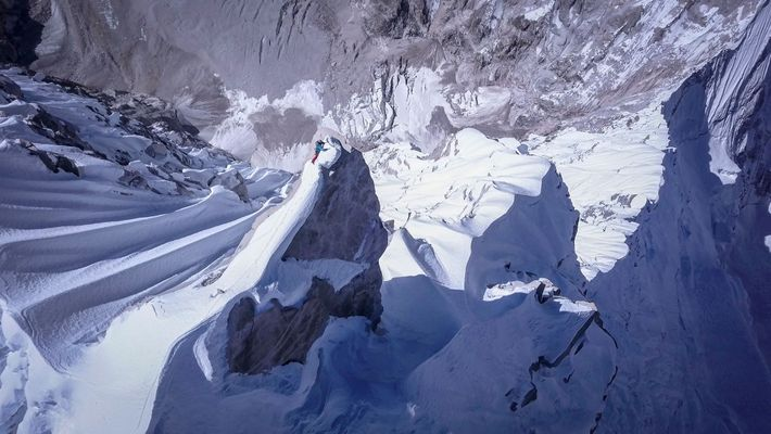 David Lama alcançando o cume da Lunag Ri, Himalaias, em 25 de outubro de 2018.