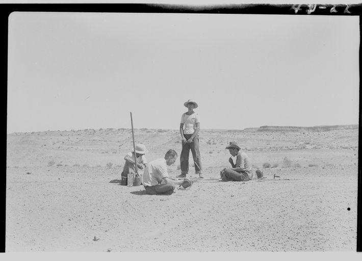 Na foto, é mostrada a imagem de uma escavação feita em 1942 por cientistas da Universidade ...