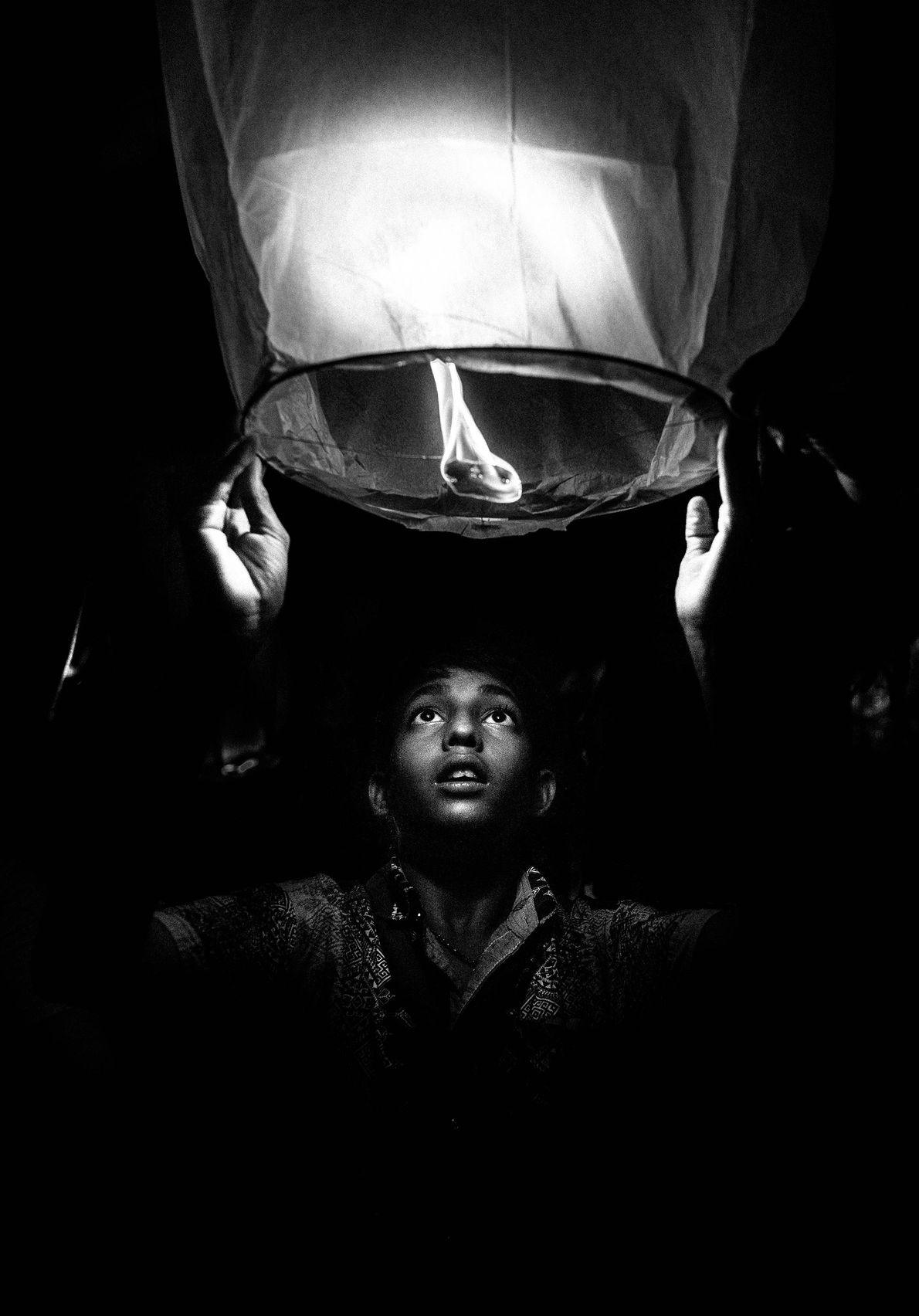 O acendimento de lanternas aéreas para o Diwali é um fenômeno recente. Roy diz que o ...