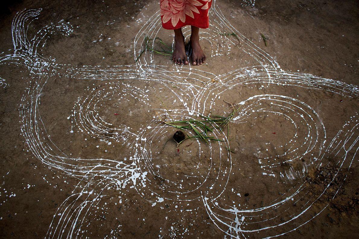 De tirou esta foto durante o Badna, um dos maiores festivais entre os Santhal, que celebram ...