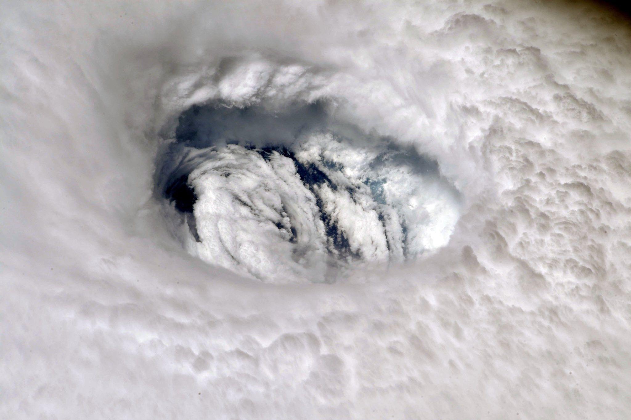 Como oceanos quentes potencializam furacões fatais | National Geographic