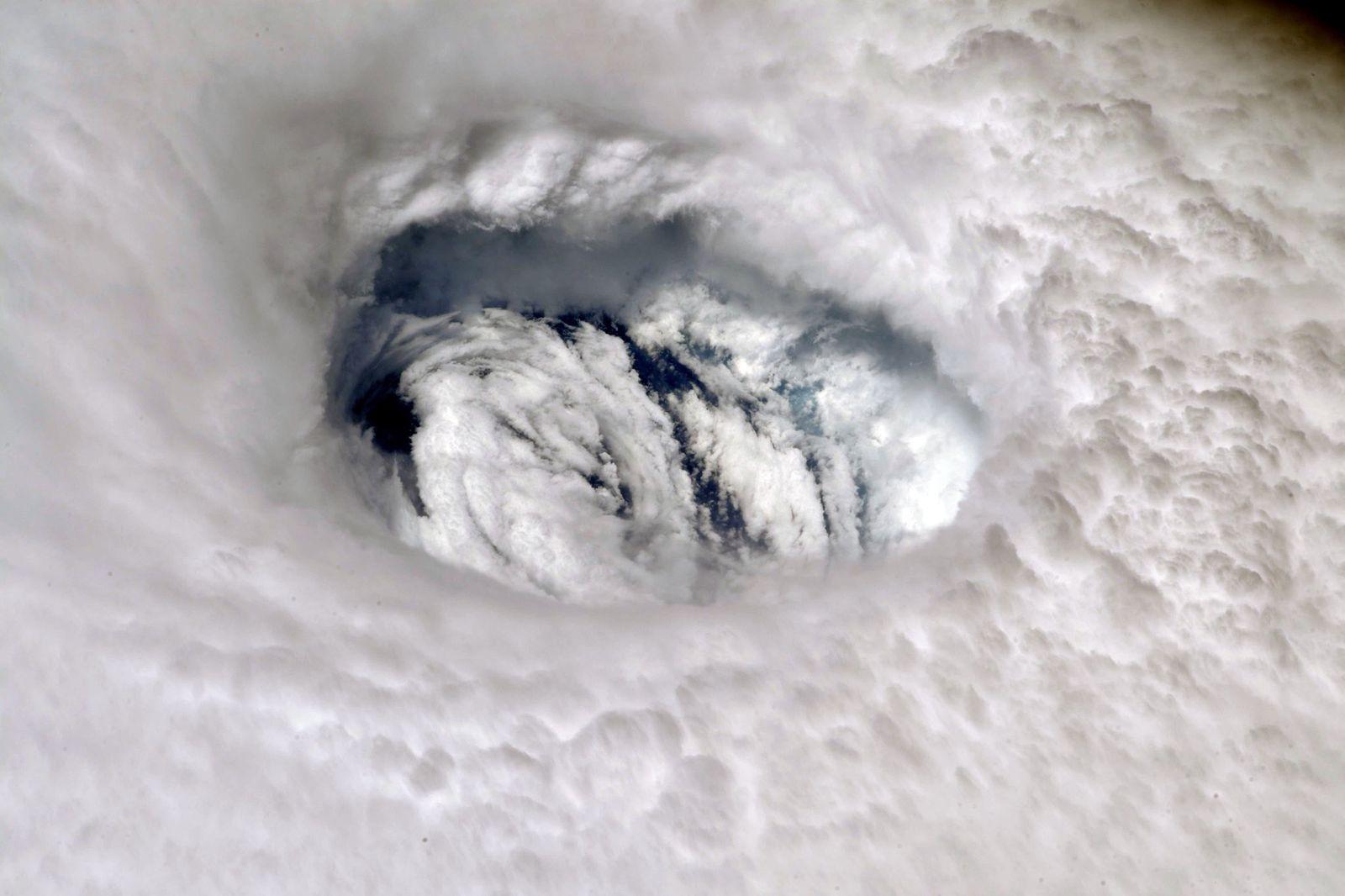 Como oceanos quentes potencializam furacões fatais