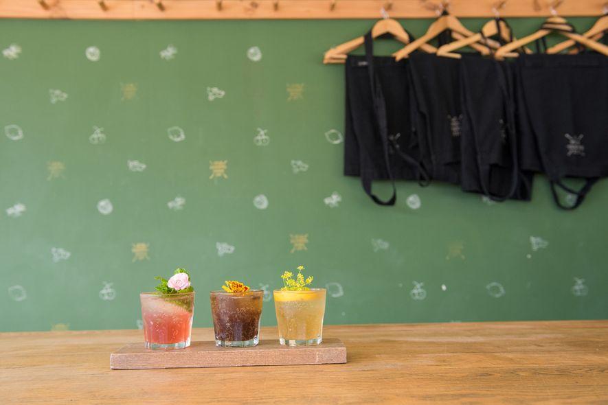 Na Hannah Factory Laneway, você encontrará drinques coloridos e refrescantes no Six Barrel Soda.