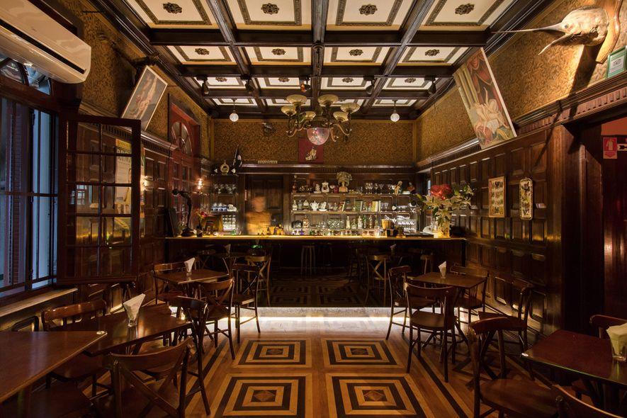"""O Drosophyla compreende um bar e um restaurante, localizado numa casa estilo """"cottage"""" dos anos 1920, ..."""