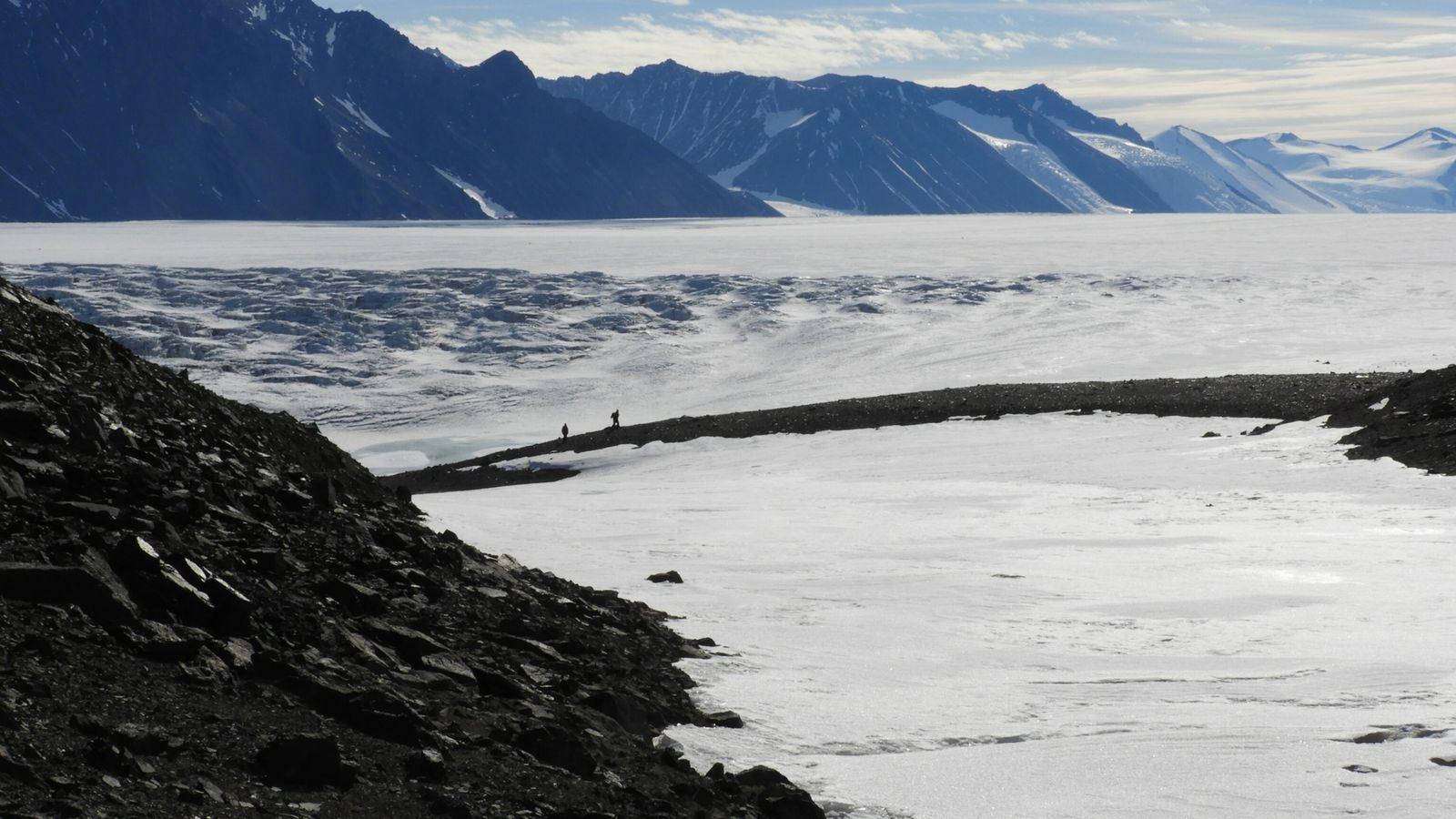 shackleton glacier