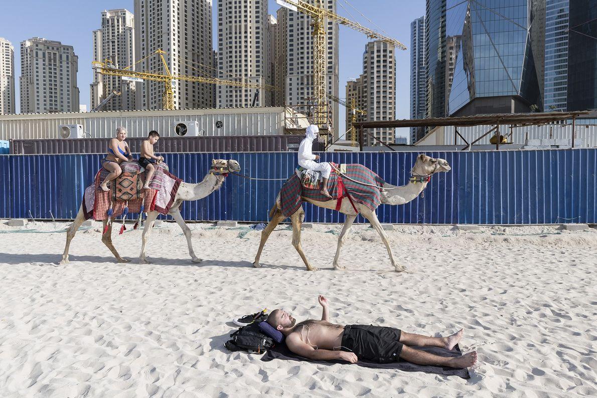 O The Beach, no JBR, é um complexo ao ar livre de lojas, restaurantes e com …