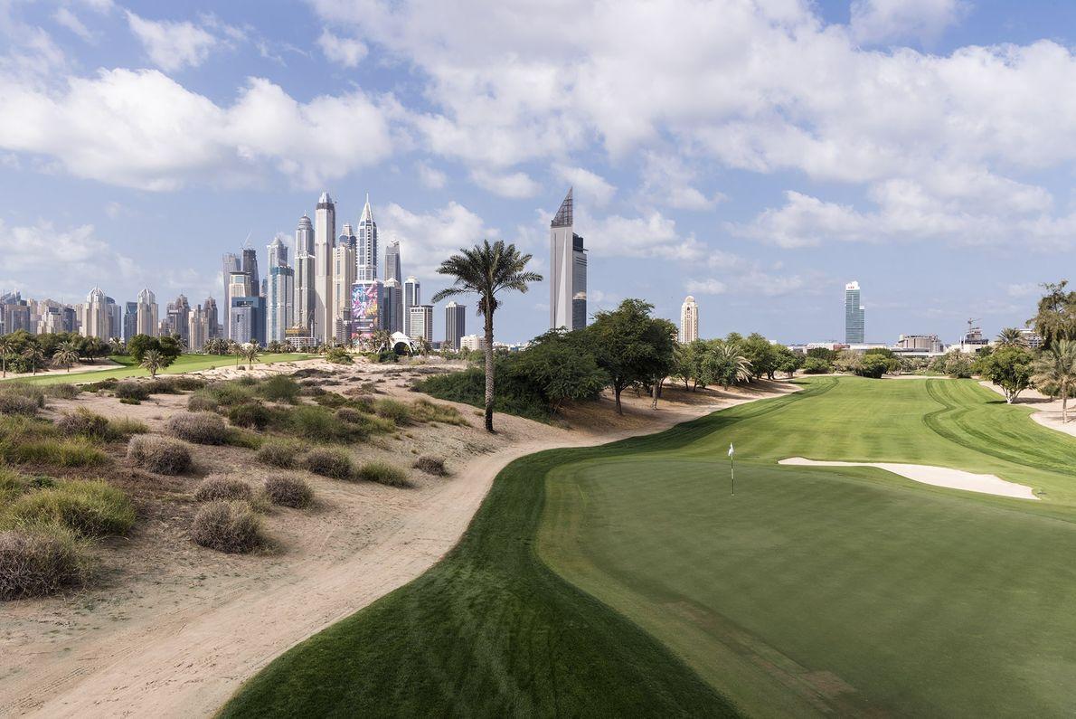 O Emirates Golf Club foi o primeiro campo de golfe com estrutura para campeonatos do Oriente ...