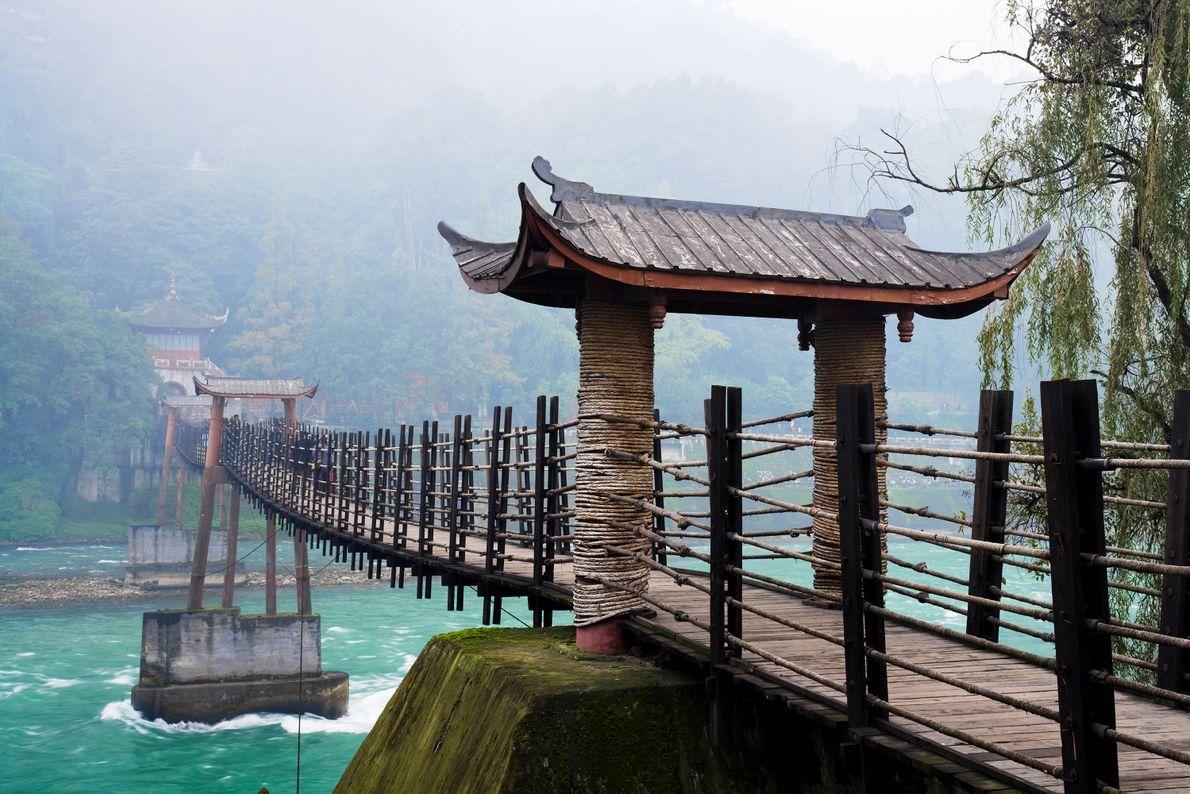 Local de nascimento do Taoísmo, a montanha Qingcheng hospeda templos e um sistema de irrigação antigo