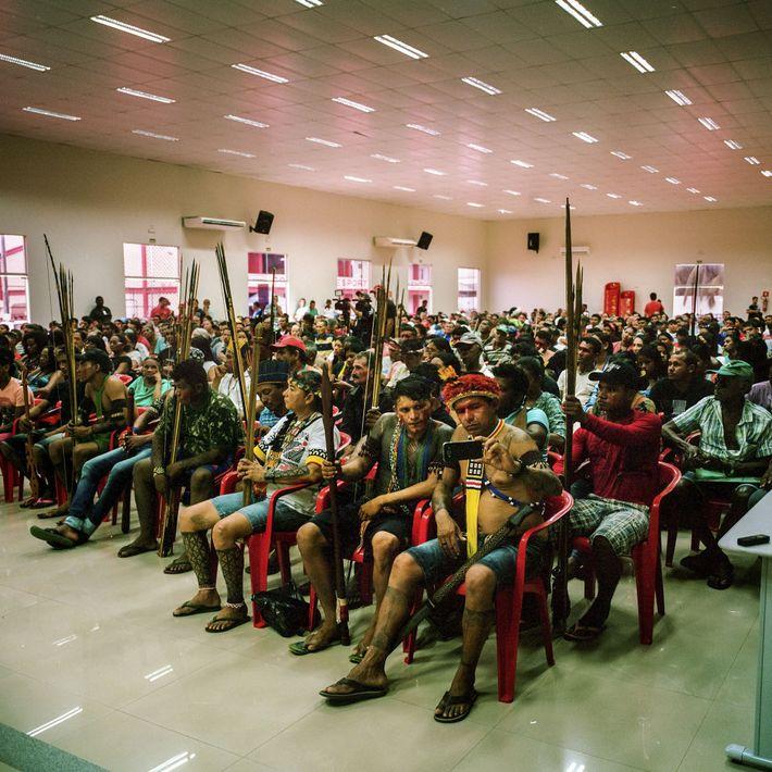 2016. Juruna, da Reserva Indígena Paquiçamba em uma audi6encia pública onde os rebeirinhos puderam expor suas ...