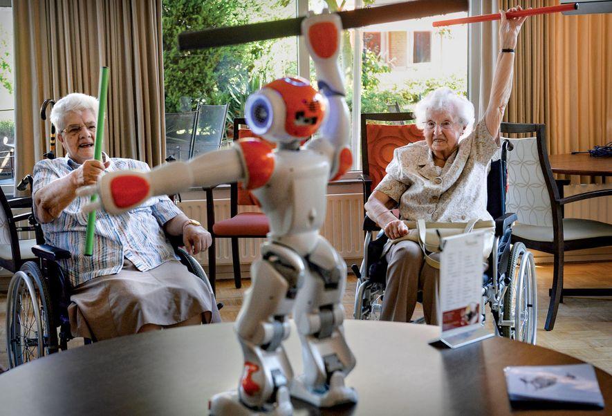 APOIO ROBÓTICO – Para pacientes com problemas graves de mobilidade, os cientistas preparam dispositivos robóticos que atuam como exoesqueleto. Eles são programados para conduzir o corpo com movimentos – por exempo, para uma vítima de AVC caminhar – que ajudam a recobrar a postura e a força — Natasha Daly