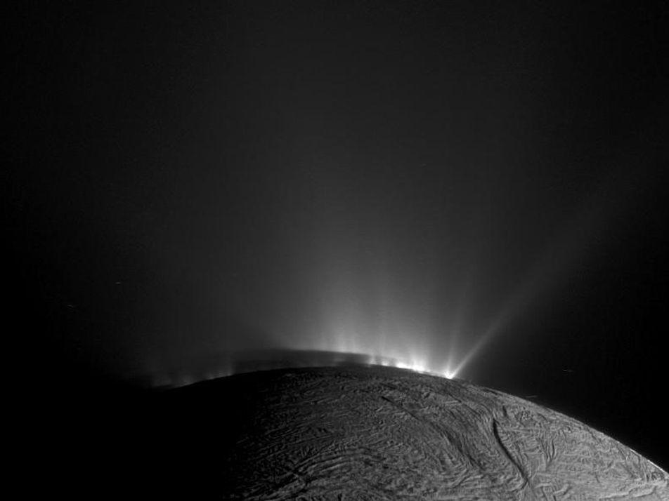 Elementos necessários para a existência de vida são encontrados em pequena lua de Saturno