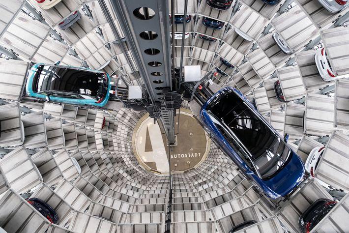 No fim de outubro deste ano, os novos carros elétricos da Volkswagen ficaram em exposição durante ...