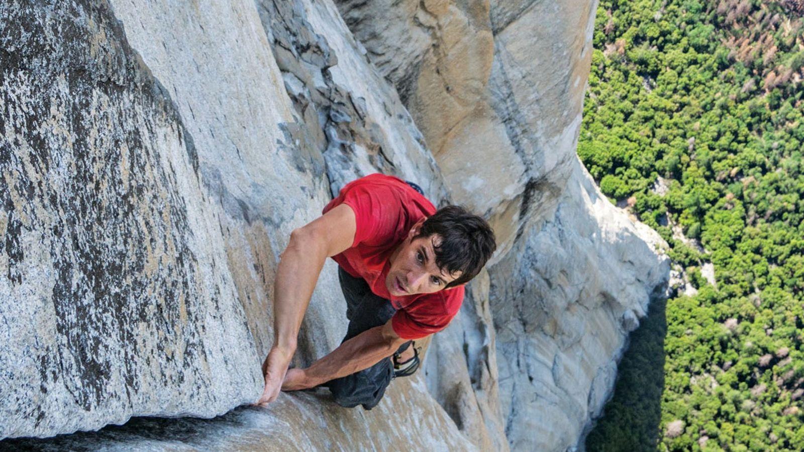 Jimmy Chin tirou essa fotografia de Alex Honnold ao se aproximar do topo do El Capitan.