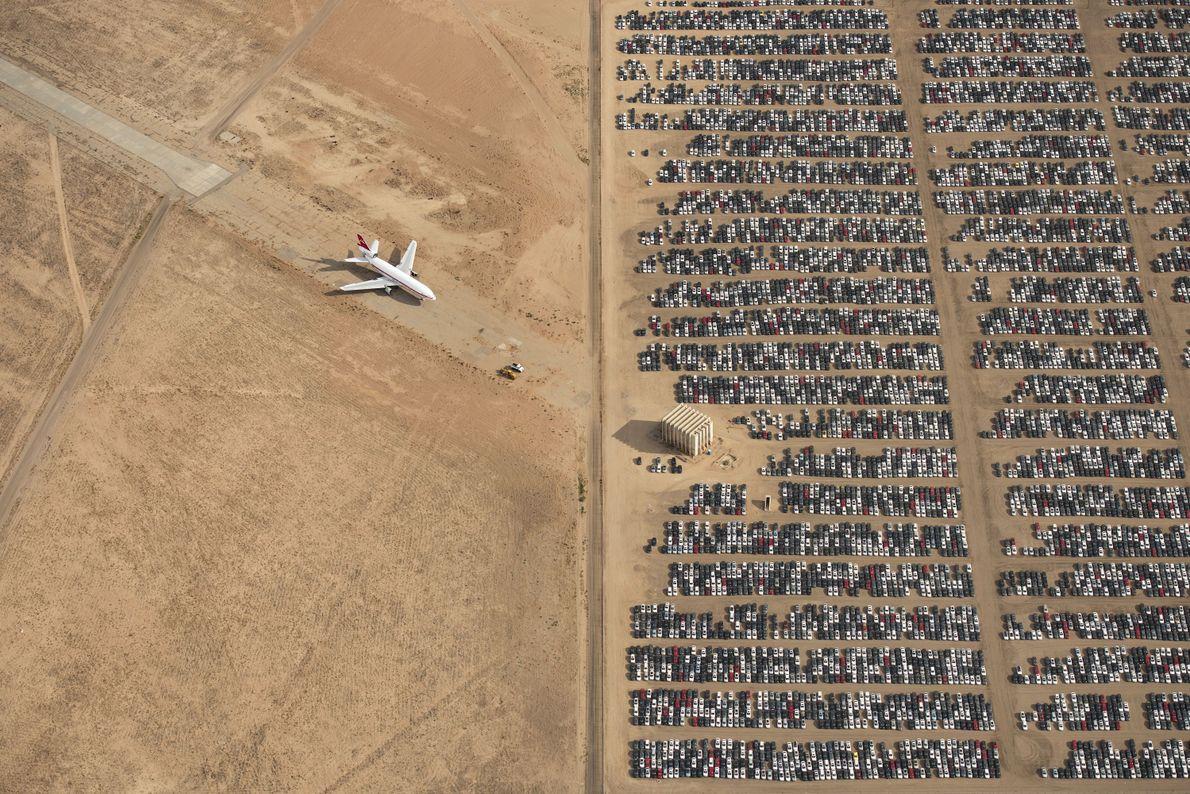 Carros descartados em deserto da Califórnia