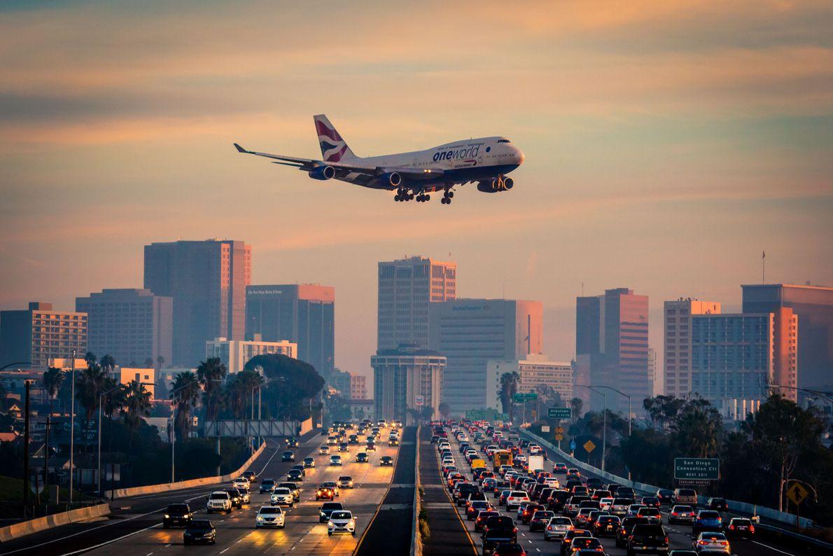 Avião aterrissando em San Diego