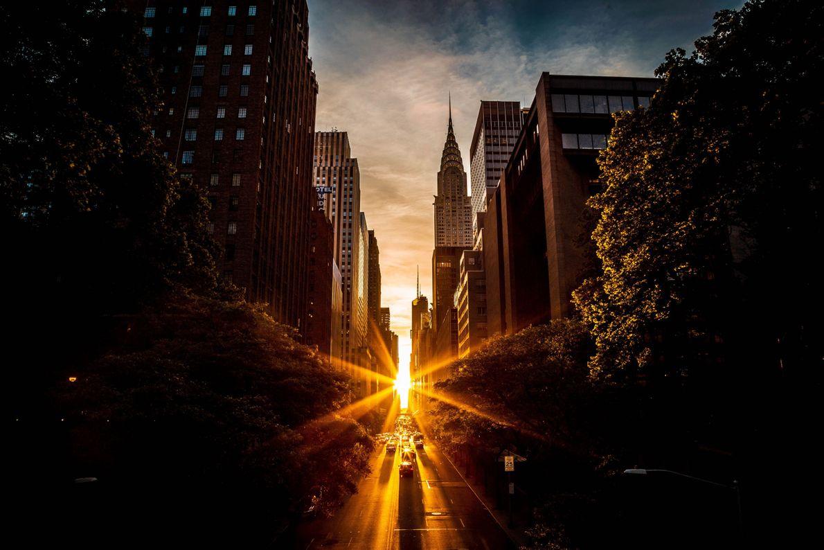 Sol por trás de prédios em Manhattan