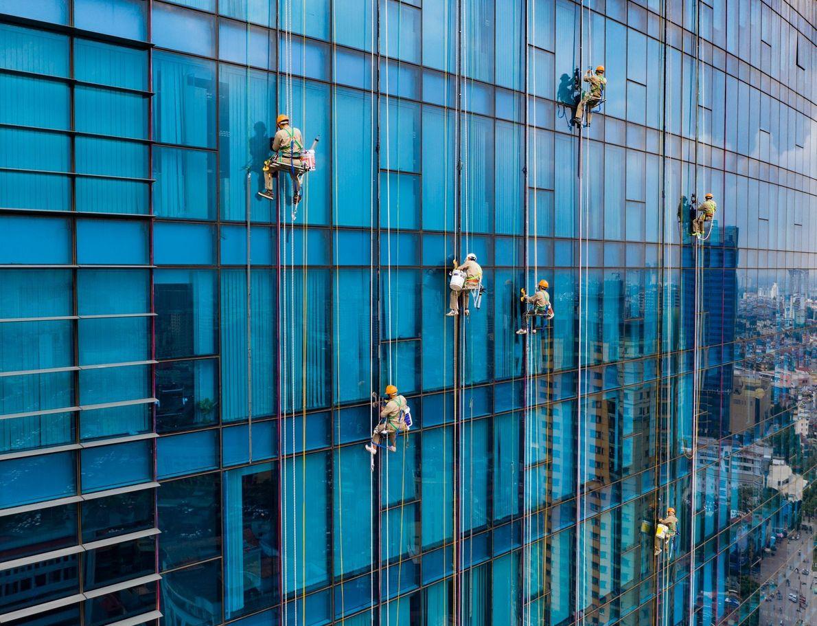 Trabalhadores em prédios