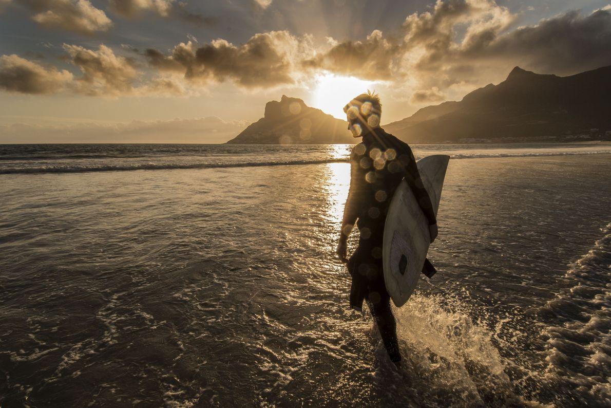 Surf ao pôr do sol