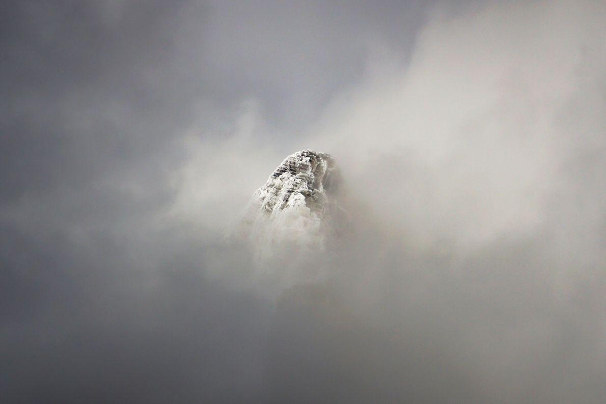 Pico entre as nuvens