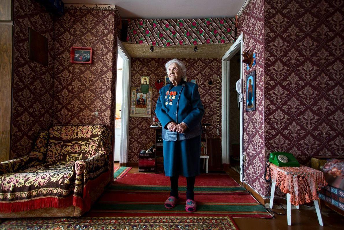 Retrato de Antonina Andreevna Drach, veterana da Segunda Guerra Mundial, na Rússia