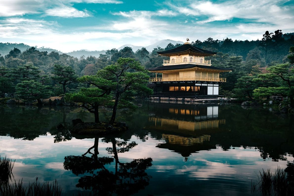 Templo budista dourado no Japão