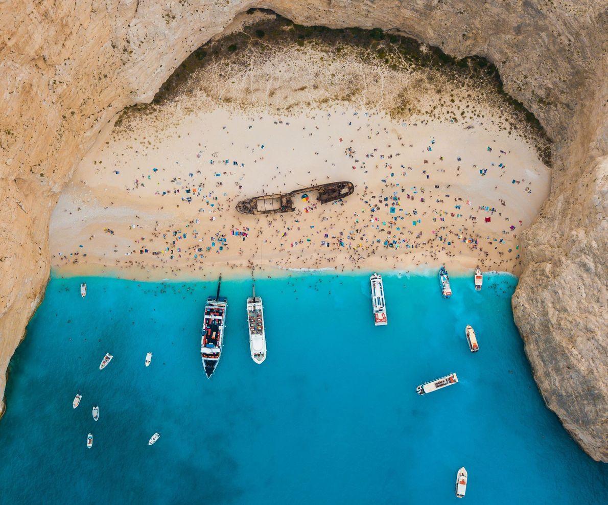 Praia de ilha grega vista de cima