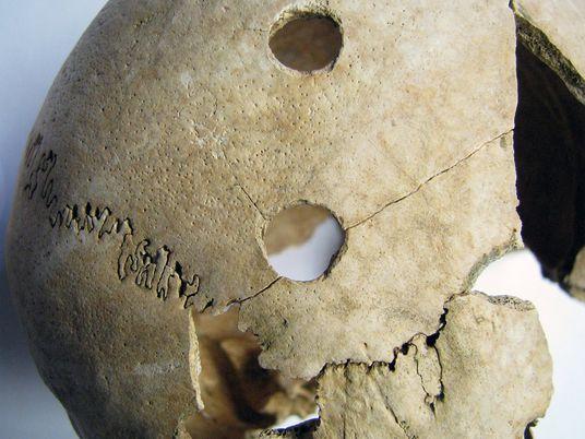 Análise de DNA de vítimas de massacre de 6,2 mil anos traz mais perguntas do que ...