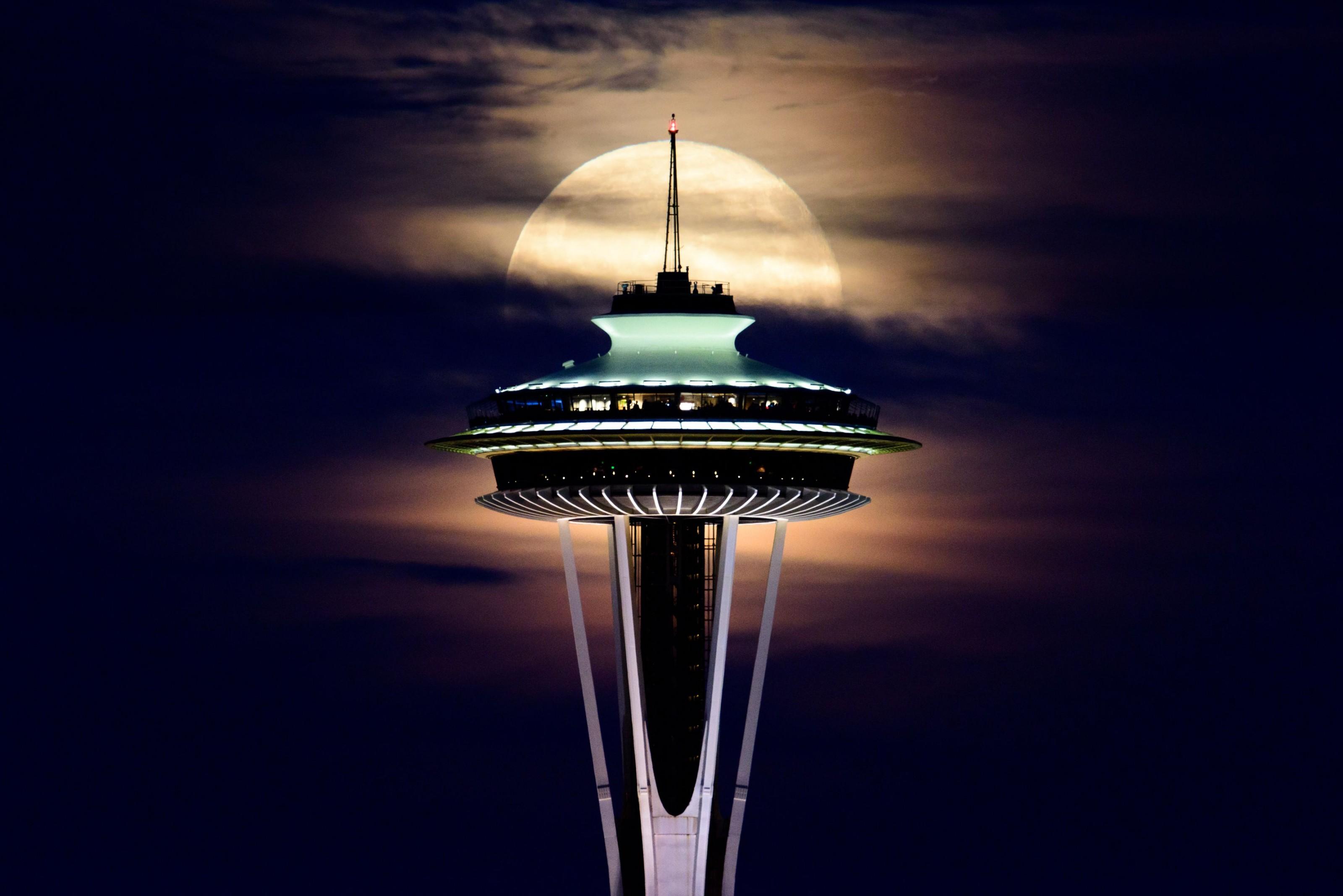 Nascer da lua em Seattle