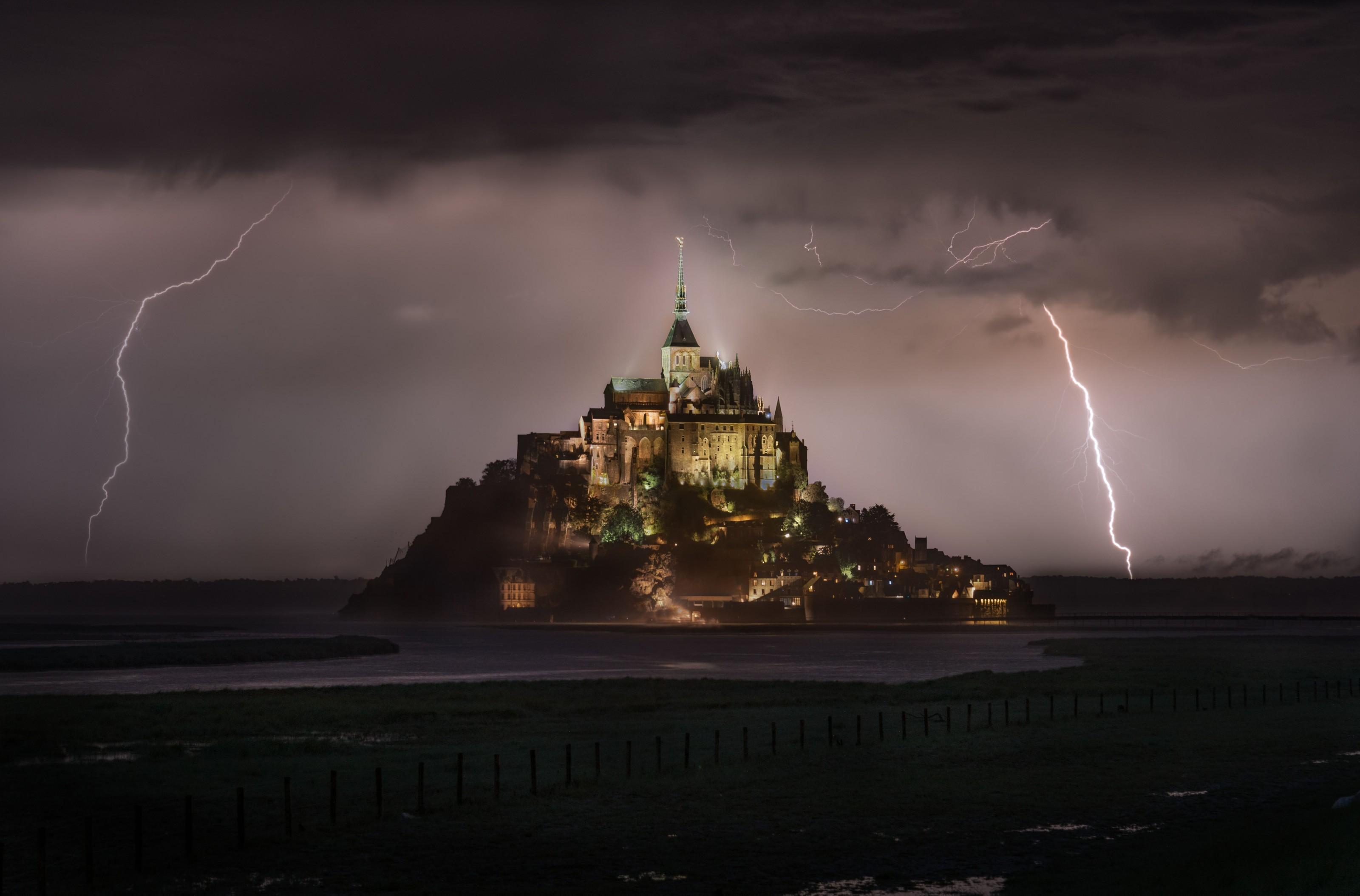 raios atingem castelo de mont-saint-michel