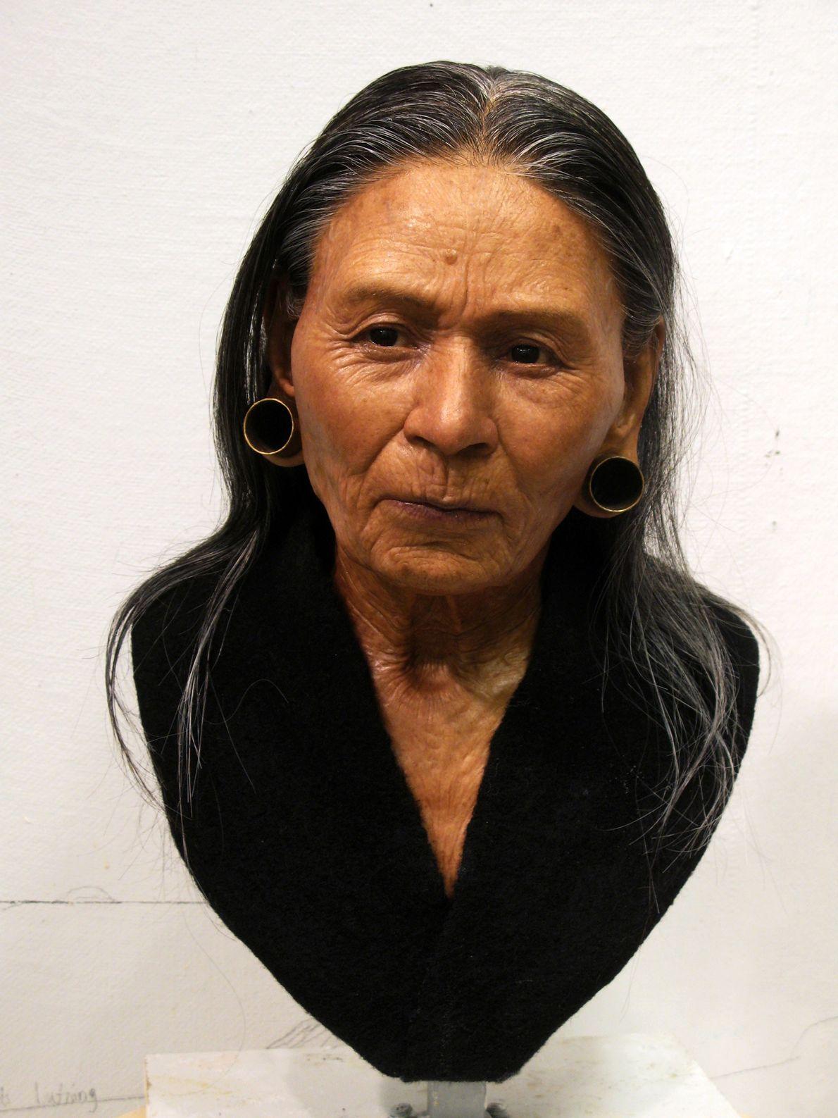 peruca simula cabelo de rainha peruana