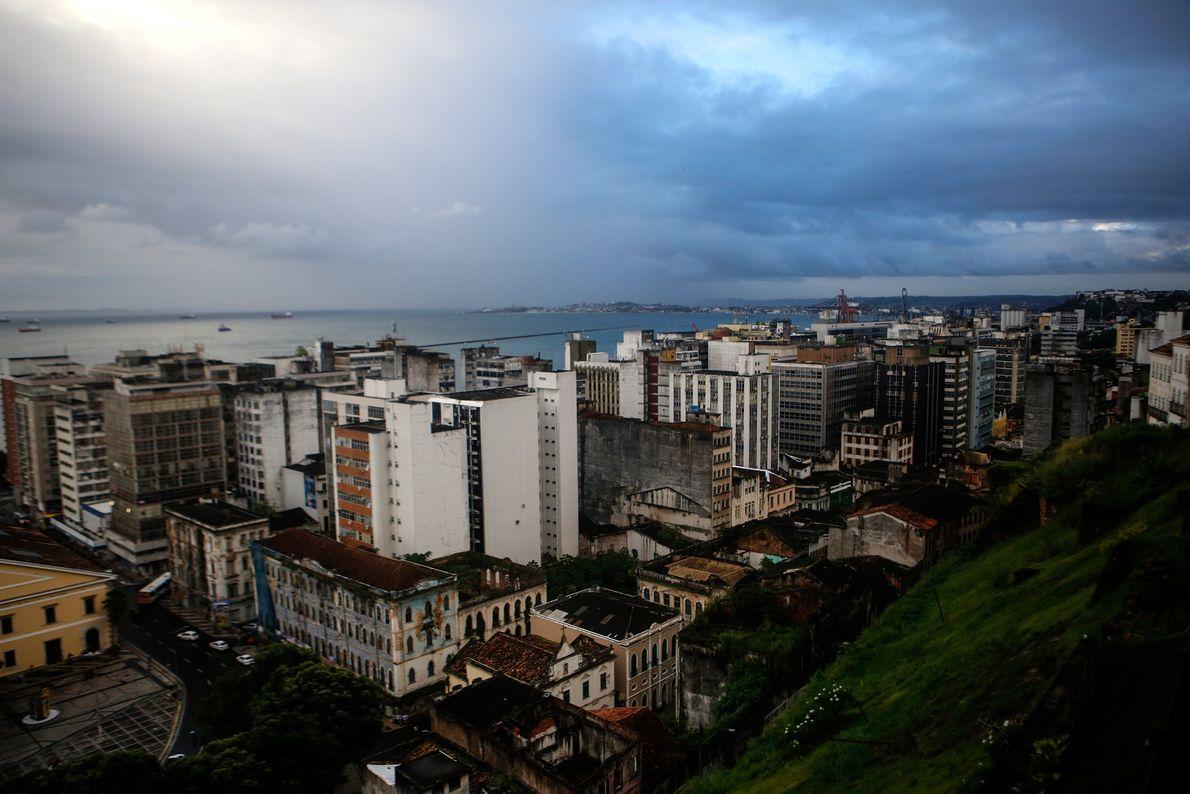 Cidade Baixa vista da Cidade Alta, Salvador. Em 1985, o Centro Histórico da cidade foi considerado ...