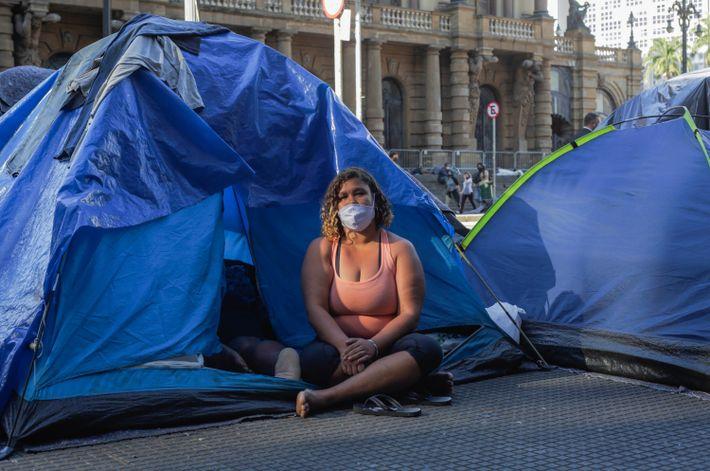 Bruna Patrícia de Santos Souza, 30 anos. Antes da pandemia, Bruna tinha uma vida nômade entre ...