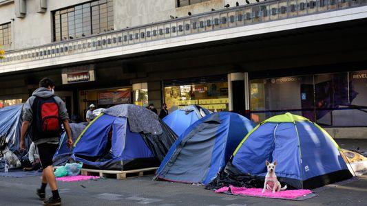 Voluntários buscam amenizar a dura realidade dos moradores de rua de São Paulo