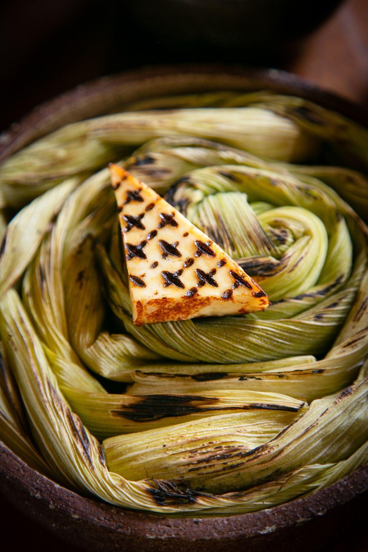 Menu de oito pratos do Mil oferece pedaço de queijo frito.