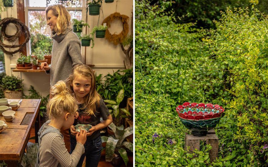 A artista Hayley Richards com duas de suas três filhas na galeria Nelson (à esquerda). A ...