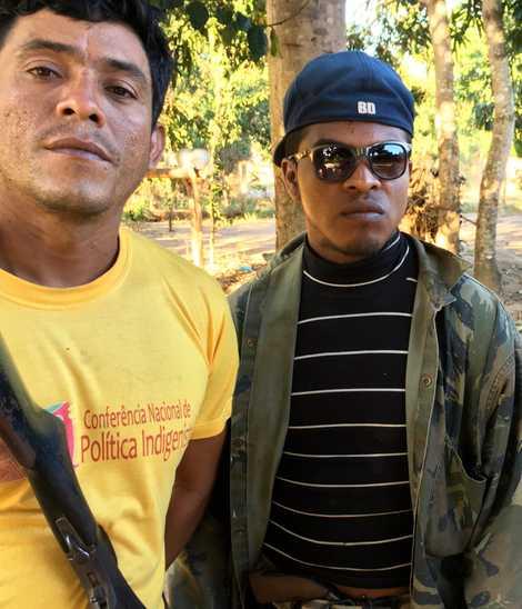 Os Guardiões da Floresta Laércio Souza Silva, à esquerda, e Paulo Paulino, à direita, nesta foto ...