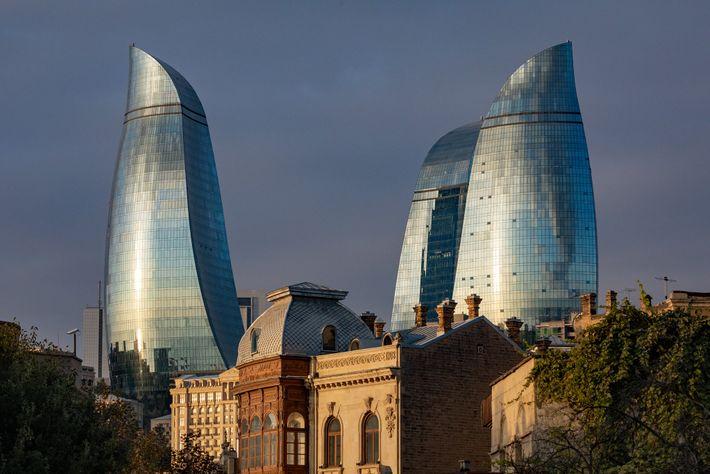 BAKU, AZERBAIJÃO – Maior cidade desse país rico em petróleo, a capital azeri seguiu o modelo ...