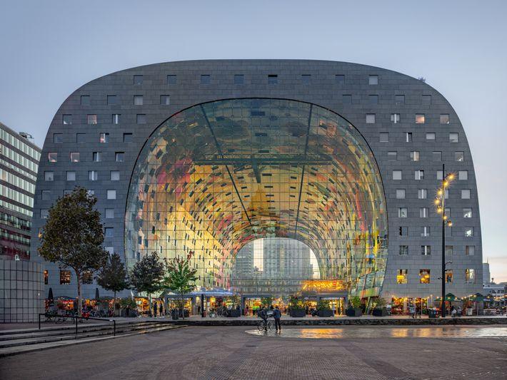 ROTERDÃ, HOLANDA – No bairro histórico da cidade, o novo Mercado Central pretende servir de inspiração ...