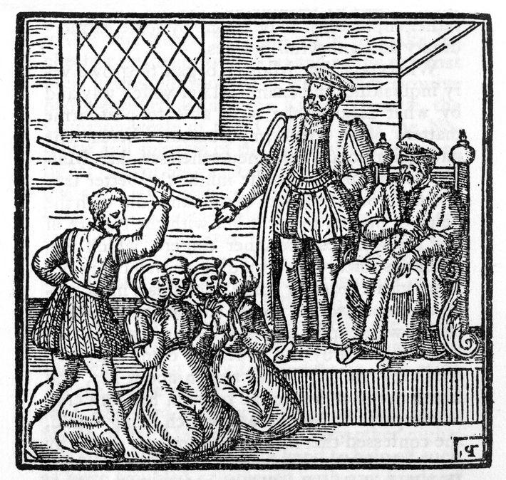 Nesta xilogravura, o rei James da Escócia é retratado presidindo o julgamento das Bruxas de North ...