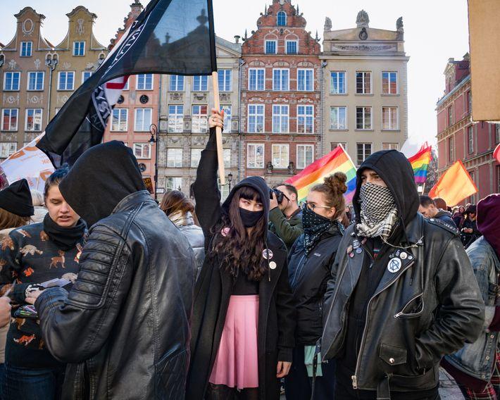 Uma marcha de mulheres, denominada Manifa, passou pelas ruas da Cidade Antiga de Gdańsk, na Polônia, ...