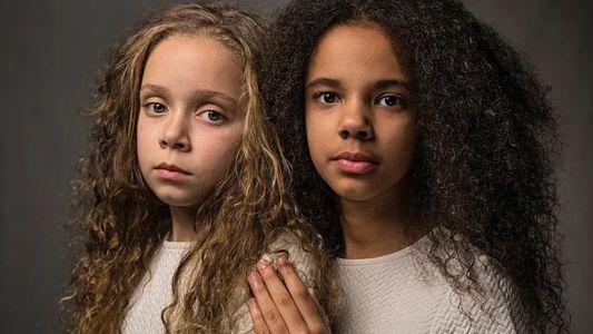 Estas gêmeas – uma negra, outra branca – provam que cor não é raça
