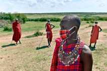 O trabalho de artistas culturais na Reserva Nacional Maasai Mara, no Quênia, reduziu durante a pandemia ...