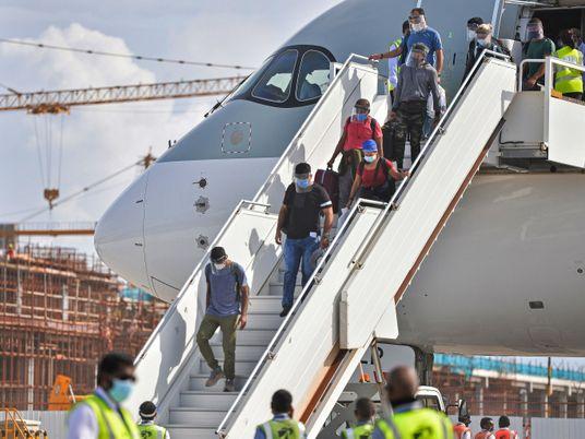 Viajantes estão cruzando fronteiras em busca da vacina contra a covid-19